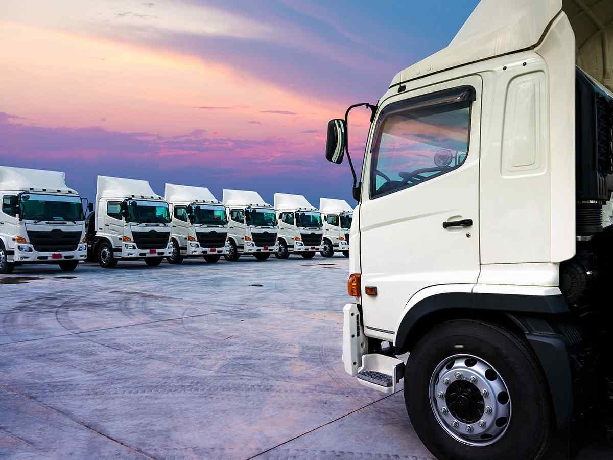 https://locofreight.net/wp-content/uploads/2017/08/inner_big_trucks_02.jpg