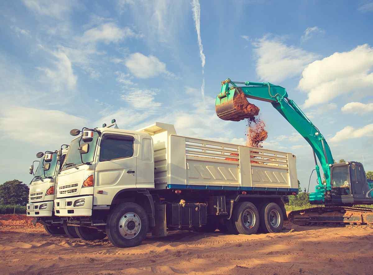 https://locofreight.net/wp-content/uploads/2017/08/inner_big_trucks_03.jpg